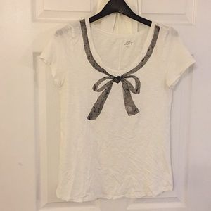 Loft T-shirt - white with printed gray bow
